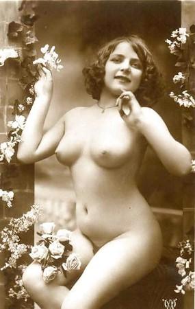 Swimwear Nude Art Modell Posen Scenes