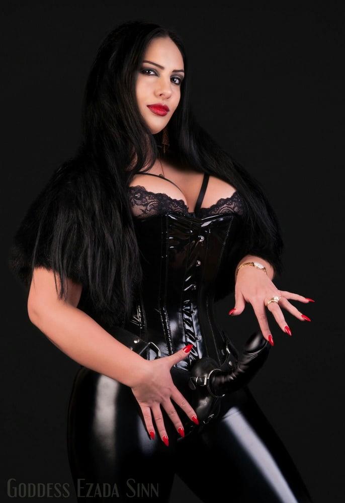 Mistress ezada sinn strapon