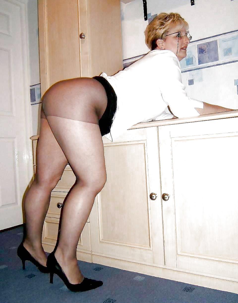 Mature Mini Skirt Woman Photos