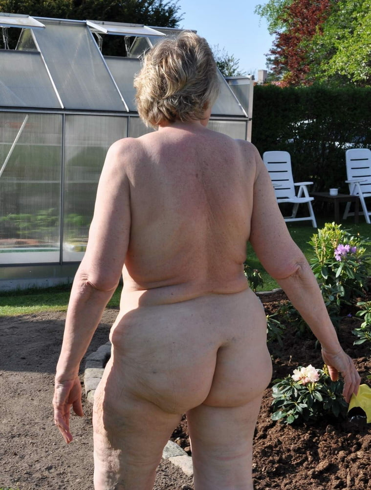 Stretch marked flat butt granny naked outdoor