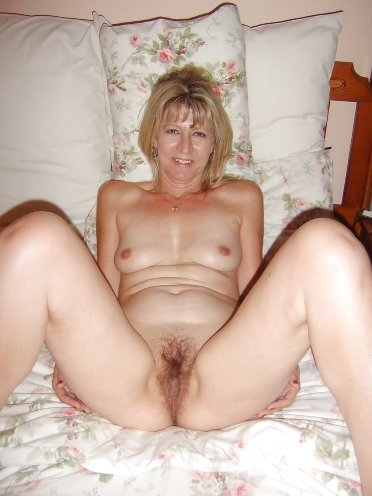 Beautiful naked amateur women