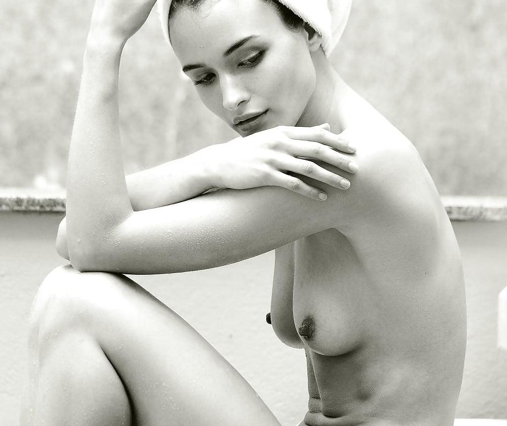 Alex Sim Wise Nude Pics