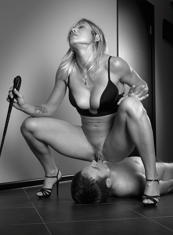 domination-female-xxx-men-naked-sucking-penis