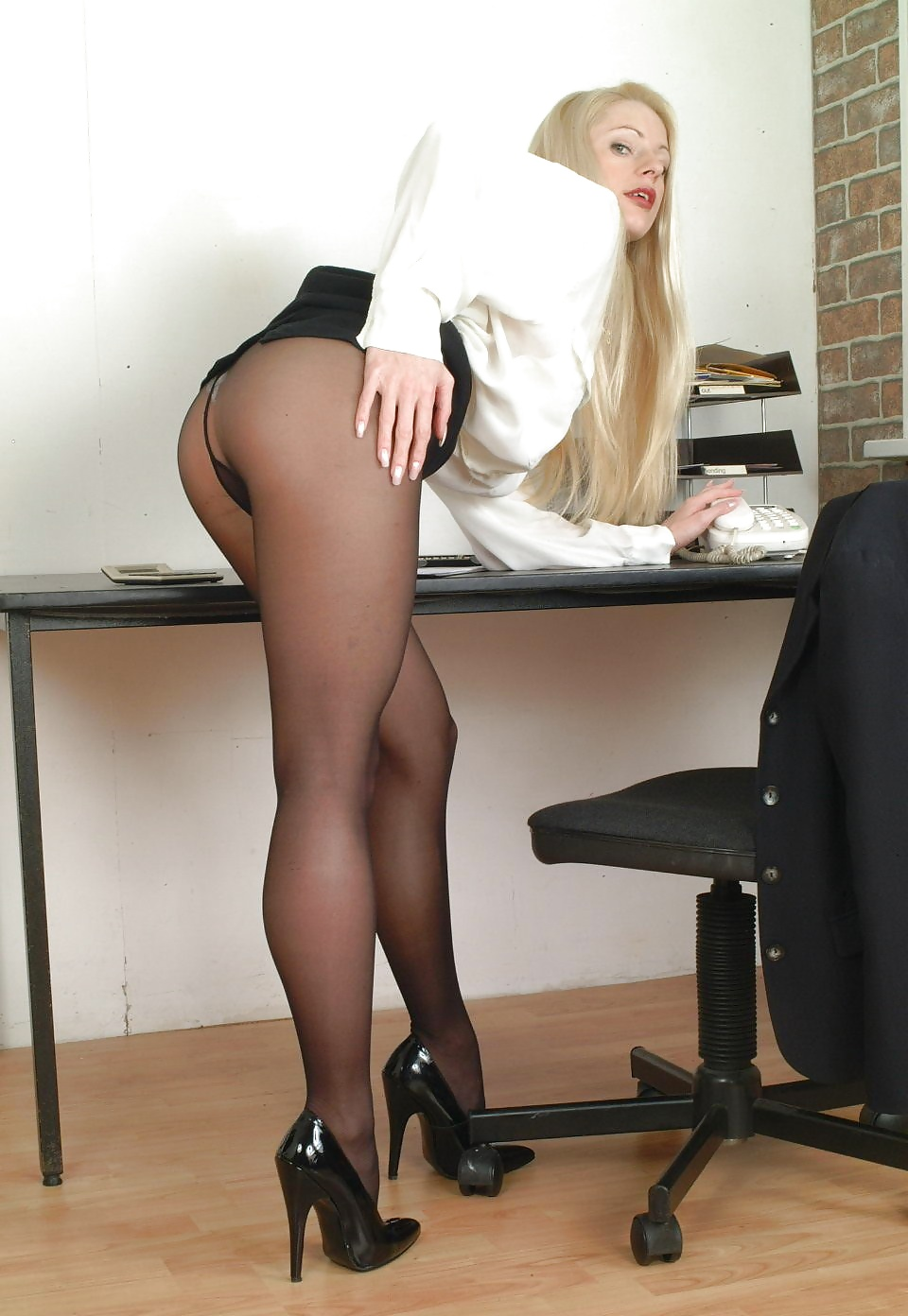 черные юбки фото эротика секретарш