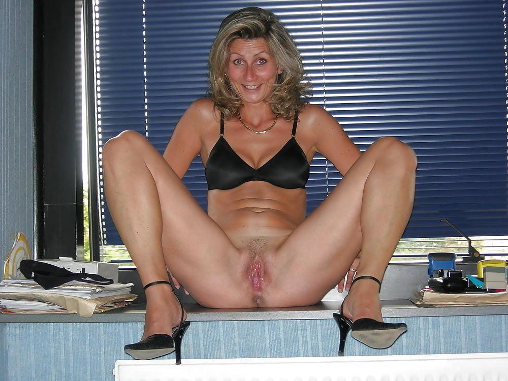 Mature girlfriends nude tease pics