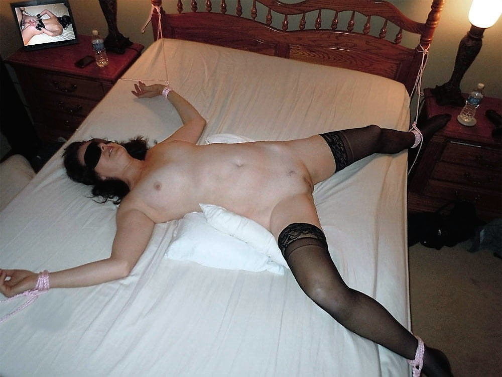 Xhamster mature bed tied