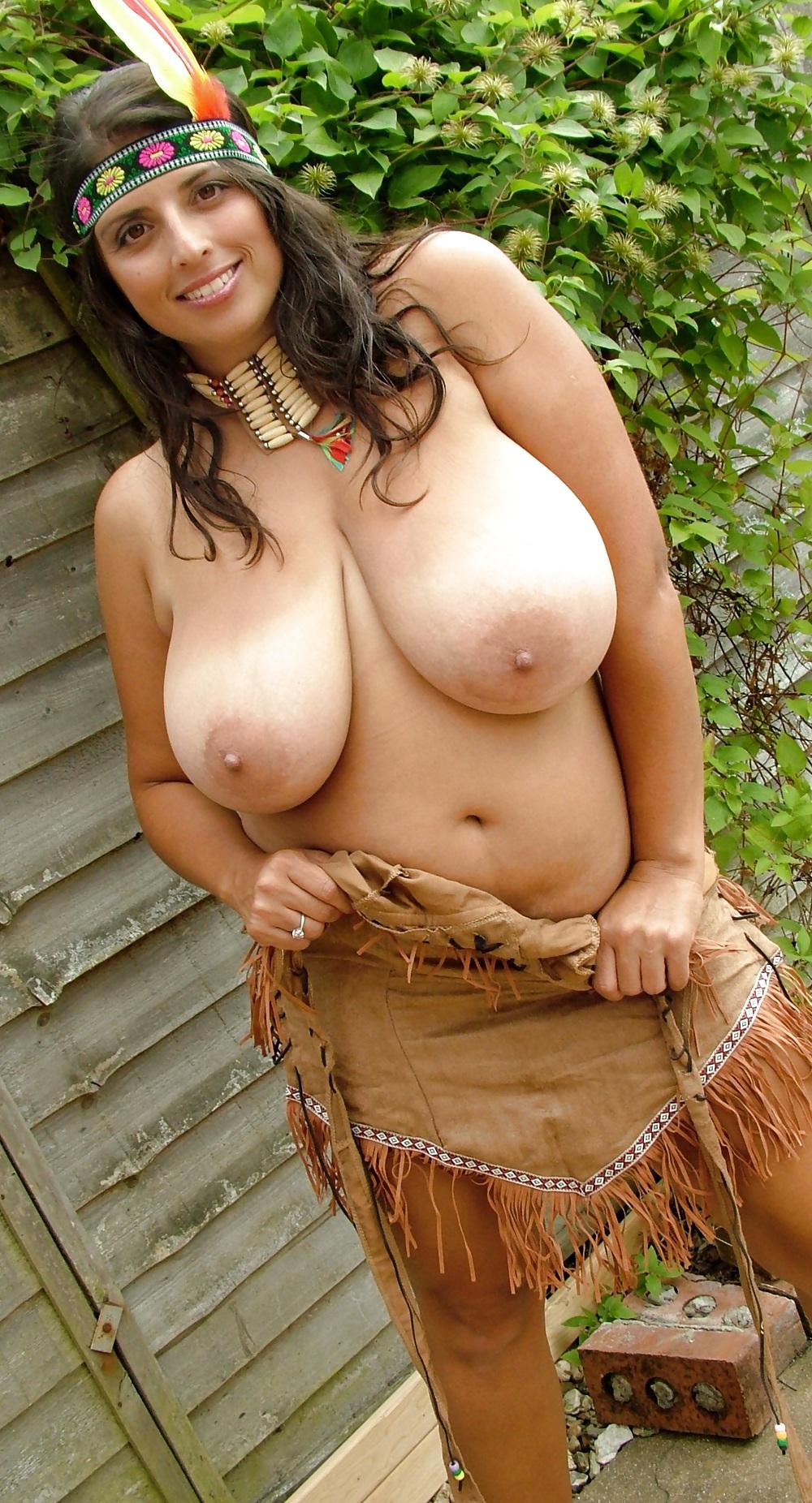 нашем огромные сиськи индийской девушки в национальном костюме лишь одно