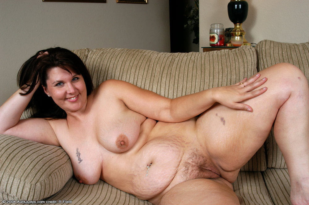 Chubby milf shows how it's done