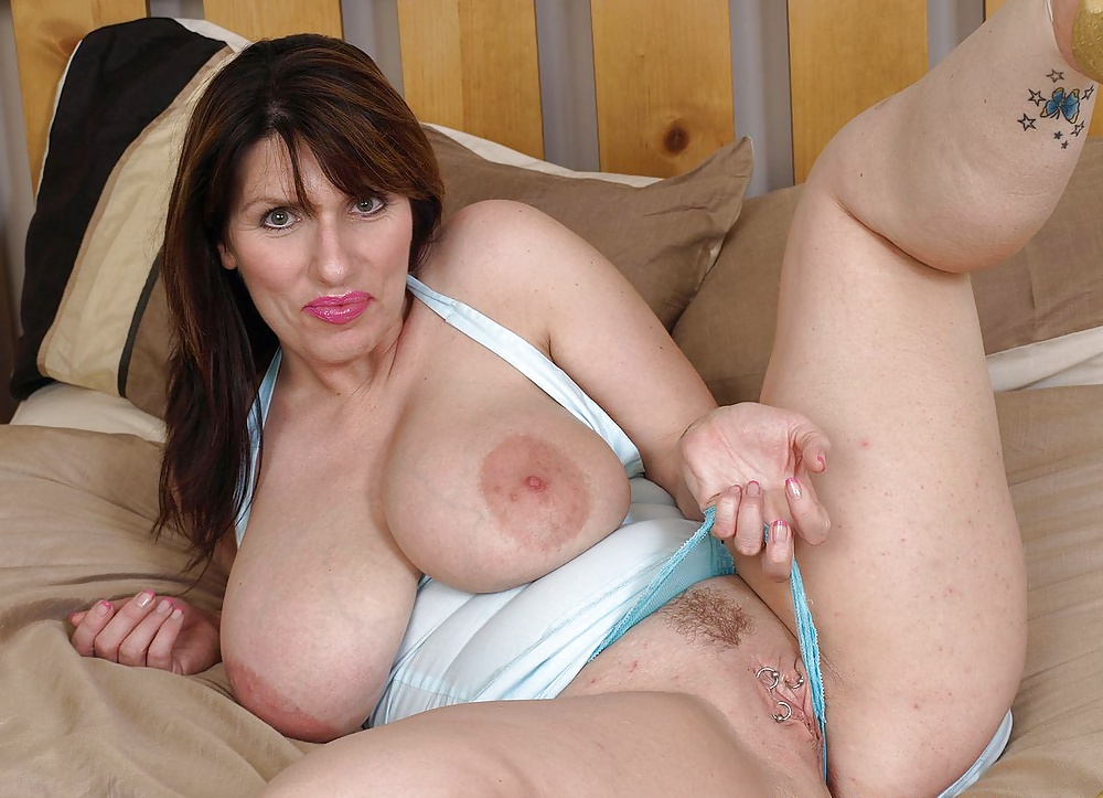 Big breasted mature milf getting nasty
