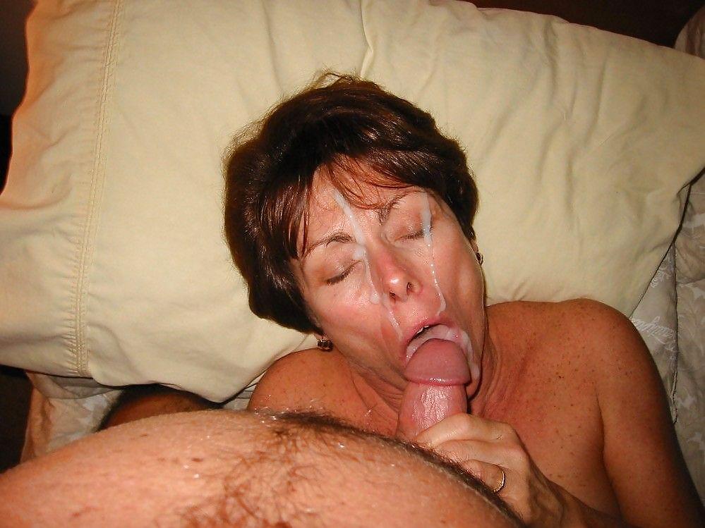 кончил в рот толстой зрелой тетки любит сосать получать