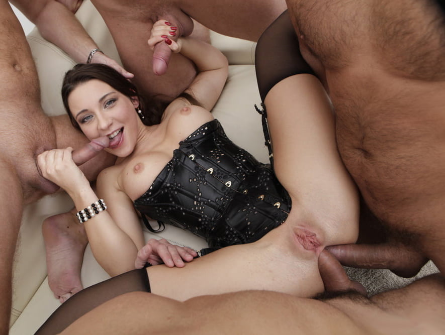 Double penetration and cumshots — pic 9