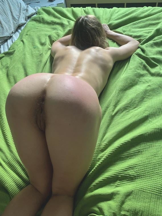 Girls on all fours nude