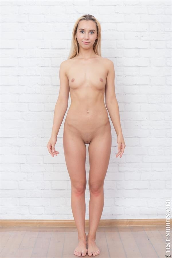 Kelly real 18yo amateur nude casting - 11 Pics