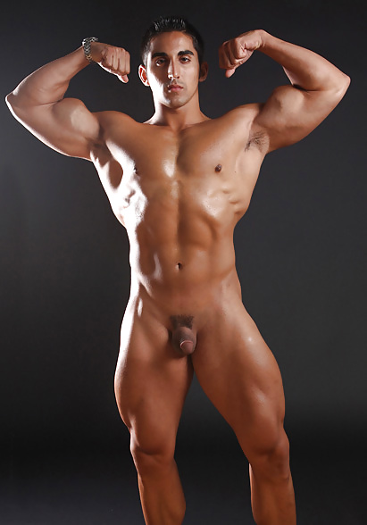 Girl touching muscle men naked — photo 7