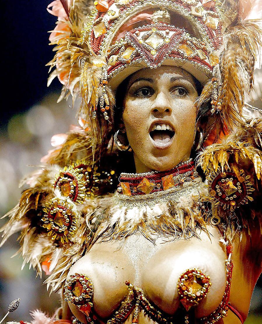 сиськи смотреть муз эротические бразилии издала
