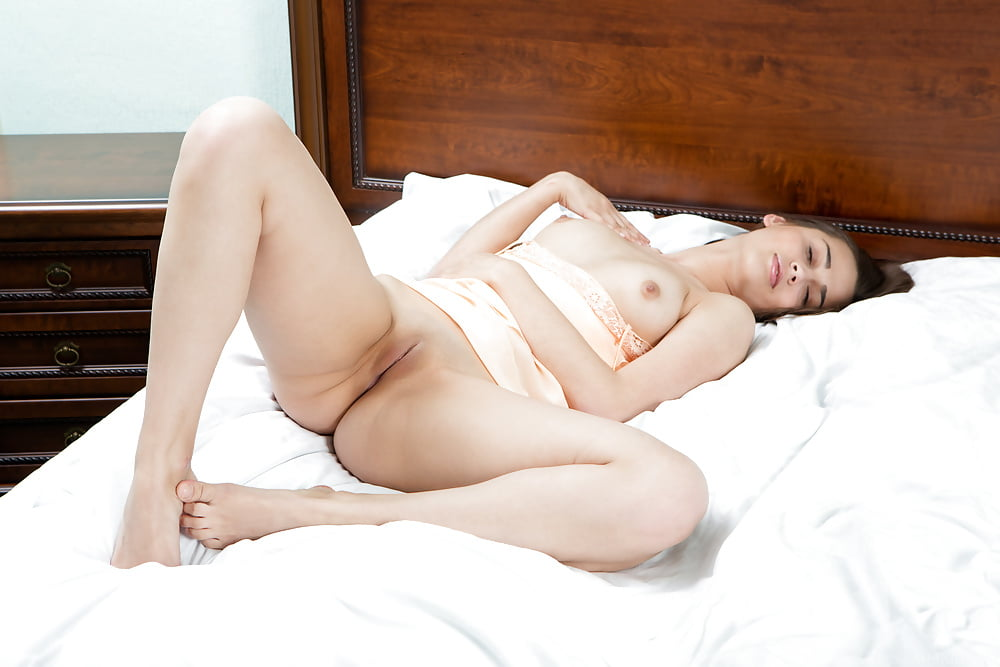 Girl relax on bed solo porno, babes in action nude