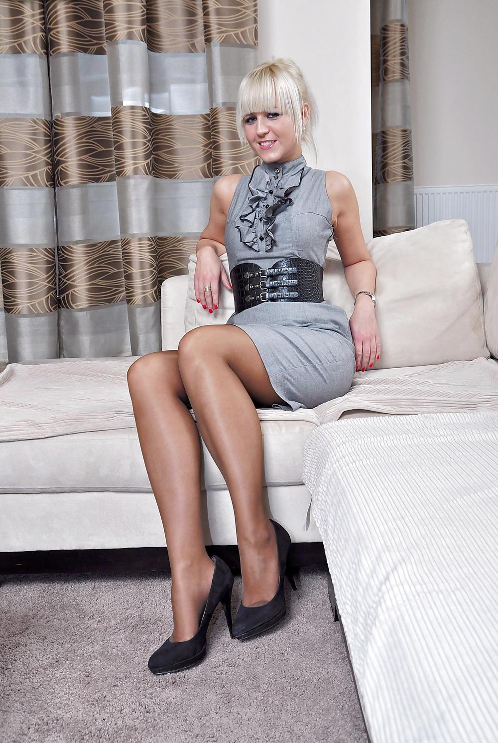 Porn Pics Amateur Woman shows Pantyhosefeet 15