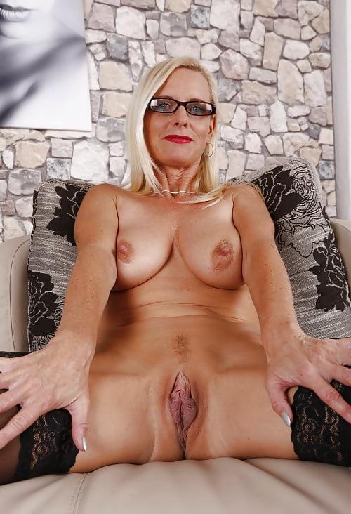 Junger Rammler zieht Dirty Tina Milf Mutter durch