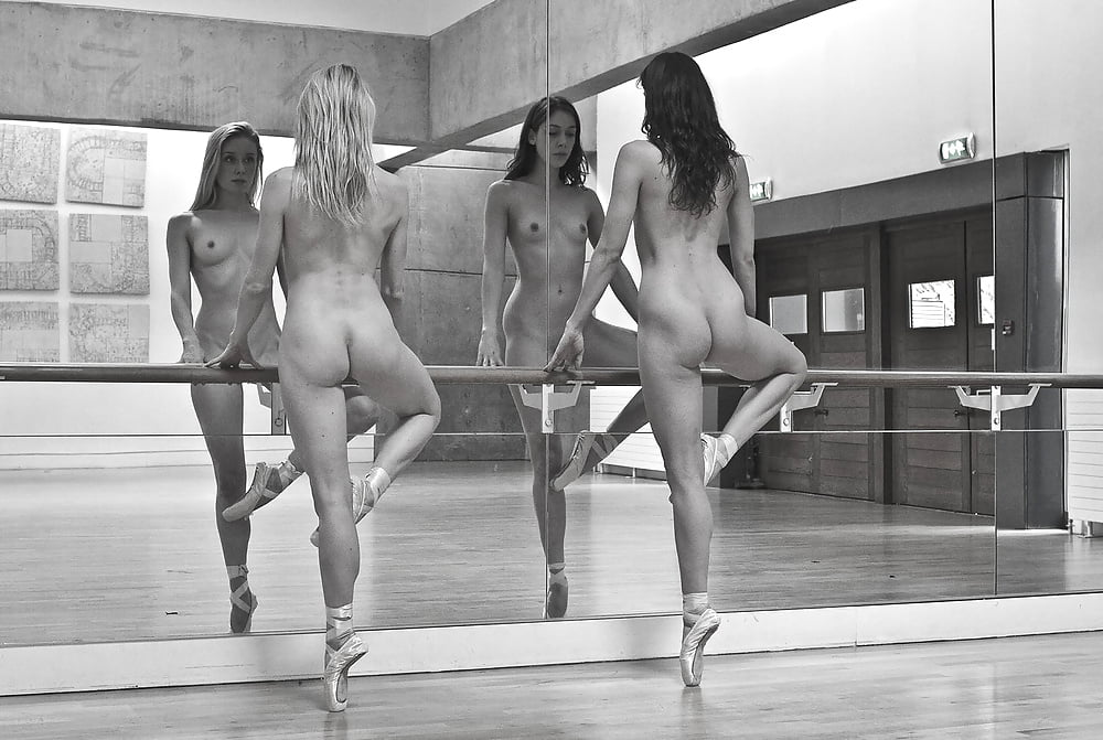 Sexy girl naked dance-5004