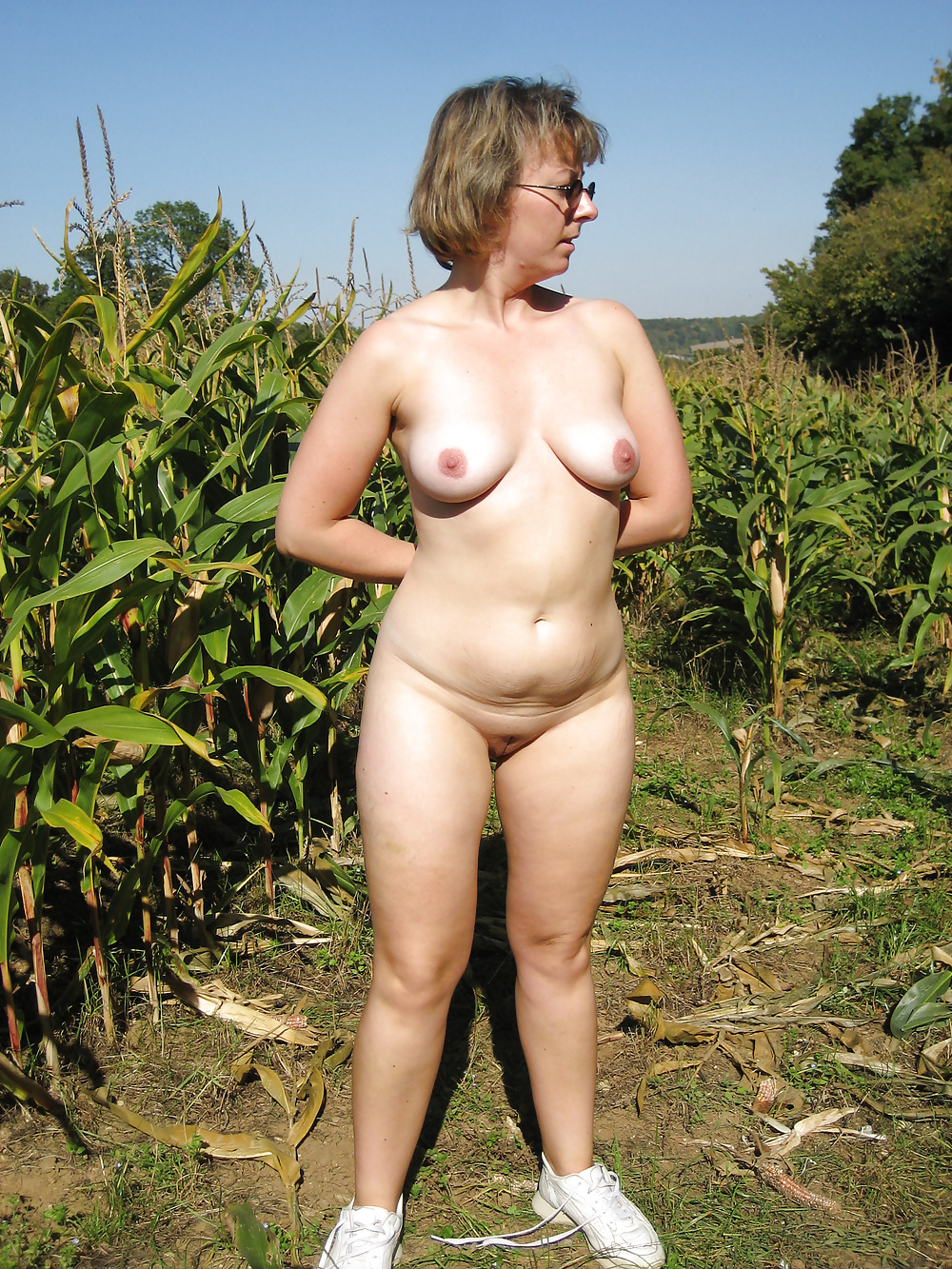 amateur-wife-naked-on-farm-anderson