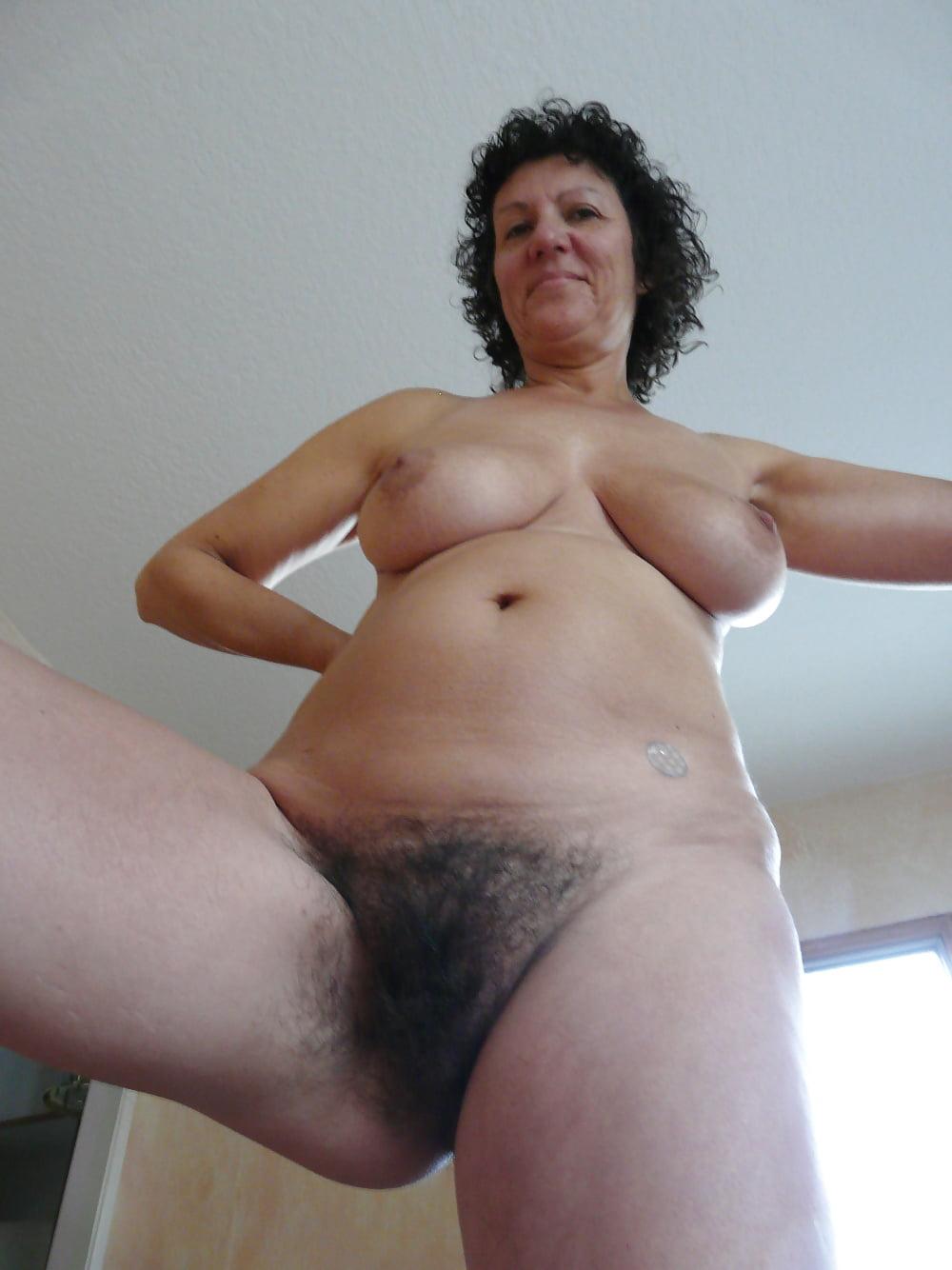 говорят, что волосатые лобки зрелых женщин-порно фото съёмках