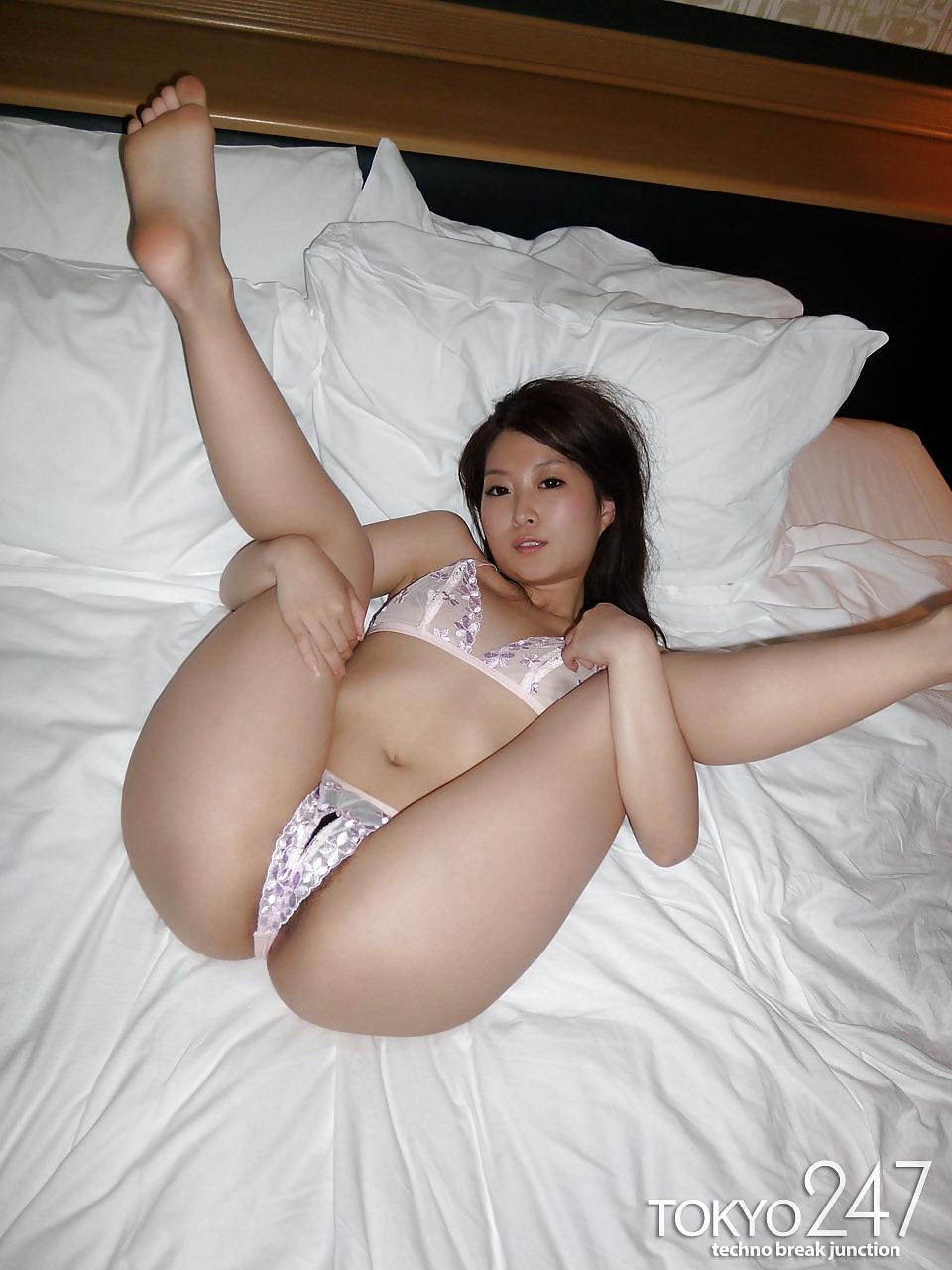 Nude Pix Butt plug model