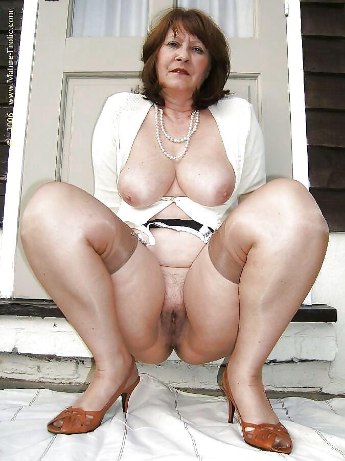 mature-erotic-busty-thumbs