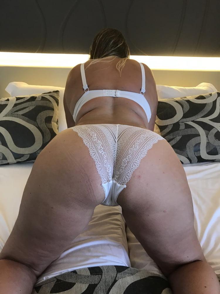 German Milf in Hotelroom - 11 Pics