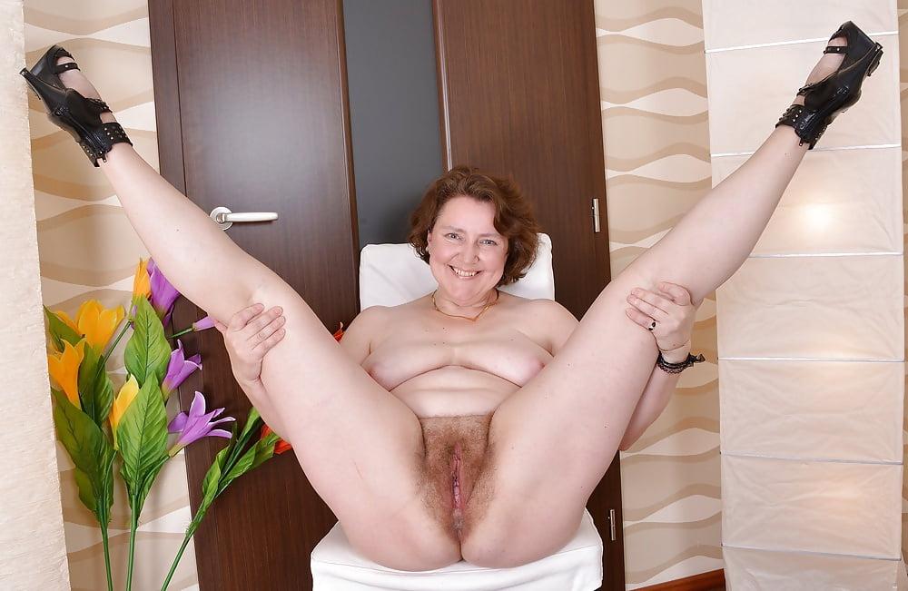 было тетя раздвигают ноги волосатая п дамочки что может