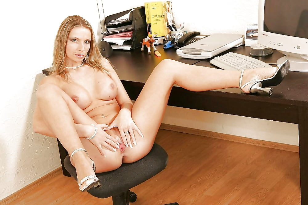 pam-from-the-office-naked-pussy