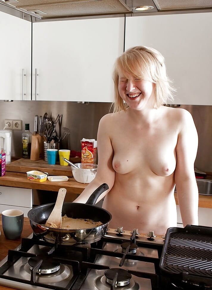 cute-girl-cooking-naked-extreme-bizzare-sex