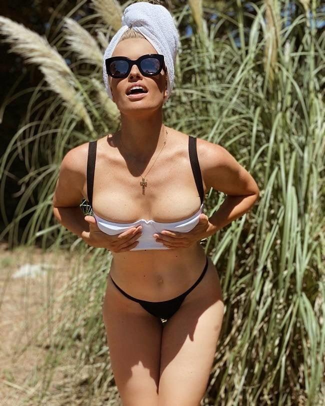 Nude adriana abenia Adriana Abenia