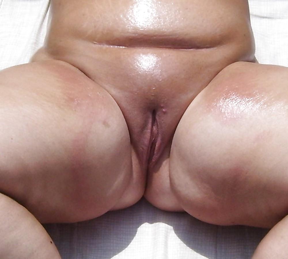 Plump pussy porn pics