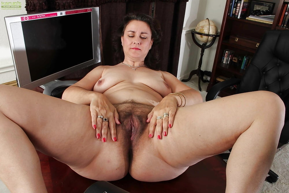 Classy mature lady finger fucks her hairy pussy