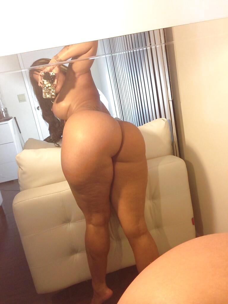 Huge booty selfies