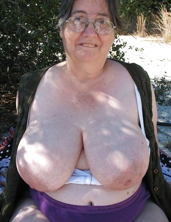 Old Oma Large Tits