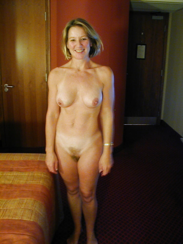 GIRLS WITH THEIR ARMS UP011 - 79 Pics