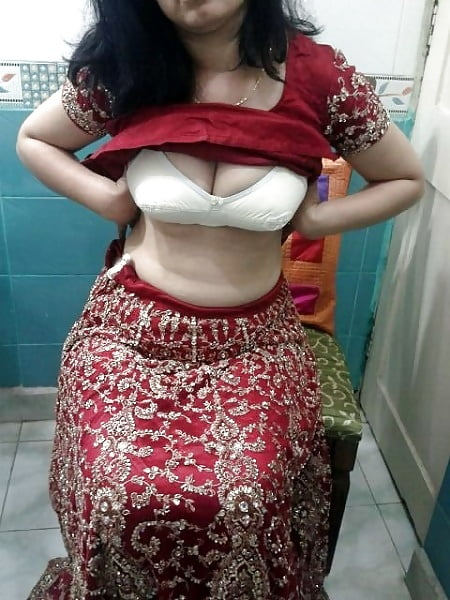 chick-showing-boobs-and-pussy-nepali-hot-sex-pussay