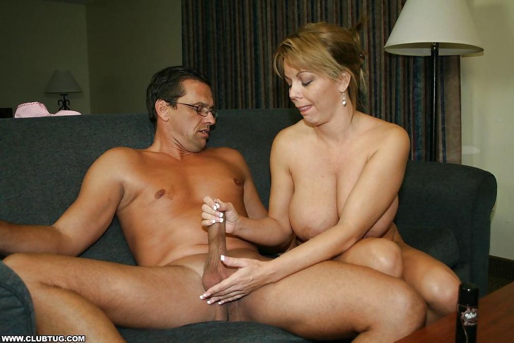 Секс со взрослой бабой и дрочка, порнуха девушка дрочит парня