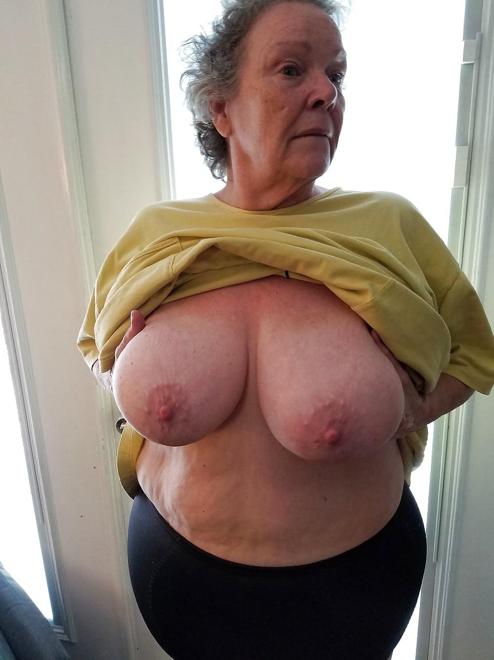 практически фото старые большие груди секс русской