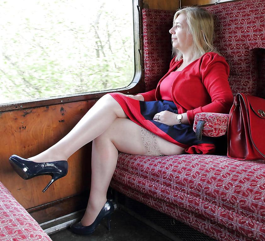 следующий момент секс волосатых зрелых поезд неё вагоне уже