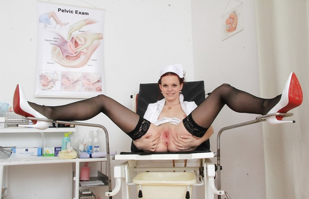 Порно онлайн врачиха раздвинула ноги