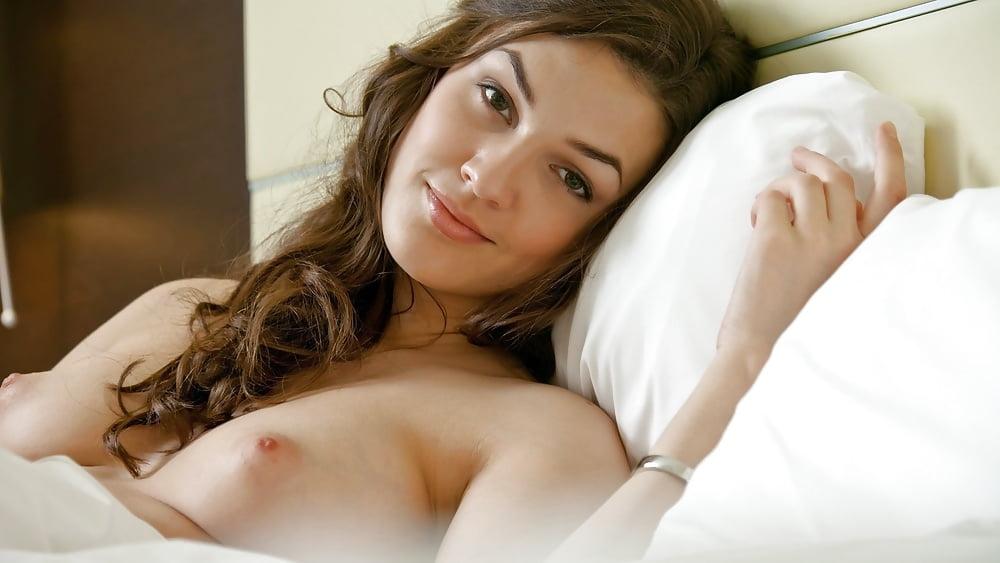 Pretty Naked Mia Newbienudes 1