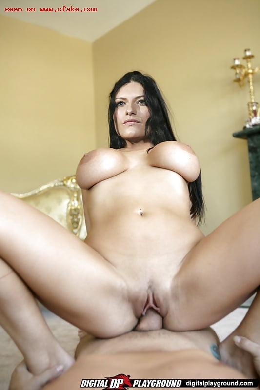 Laura pausini nude