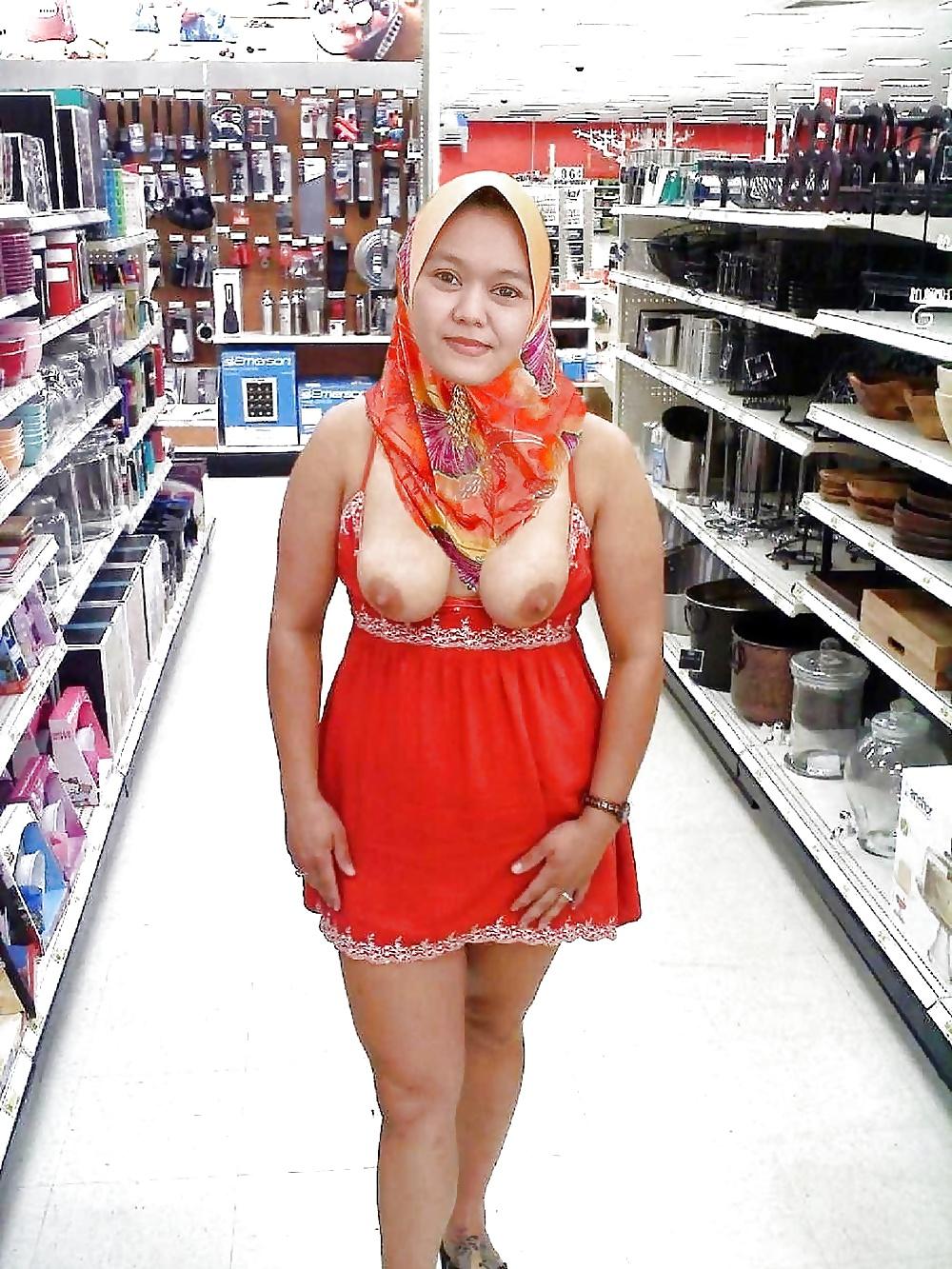 amateur-tits-shopping