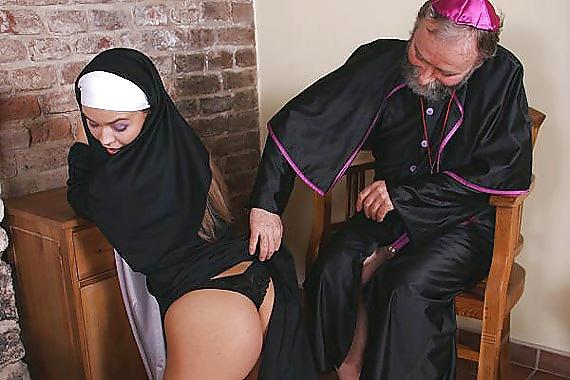 Девки выебали священнослужителя — img 1