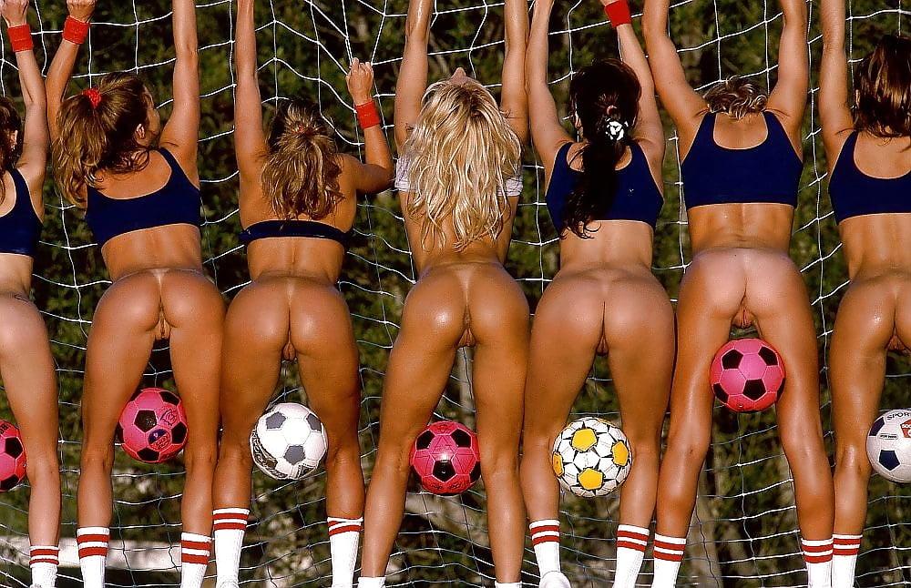 девушки из группы поддержки по регби в раздевалке порно вводить аппликатором разы