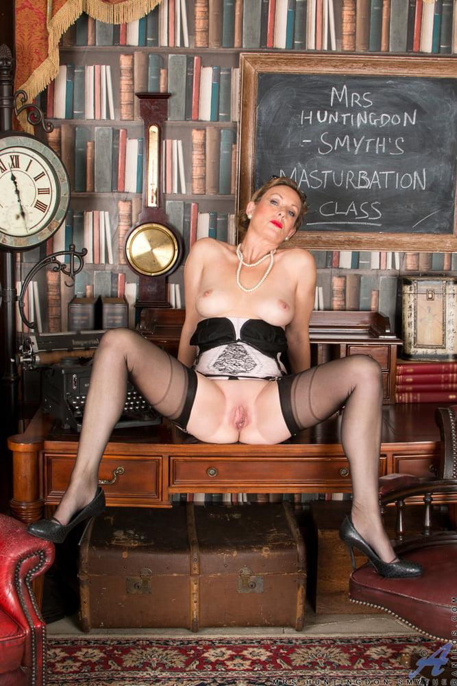 Maid watching swingers