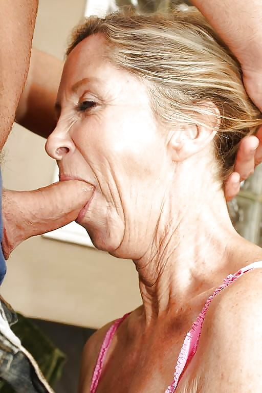 Grandma deepthroats