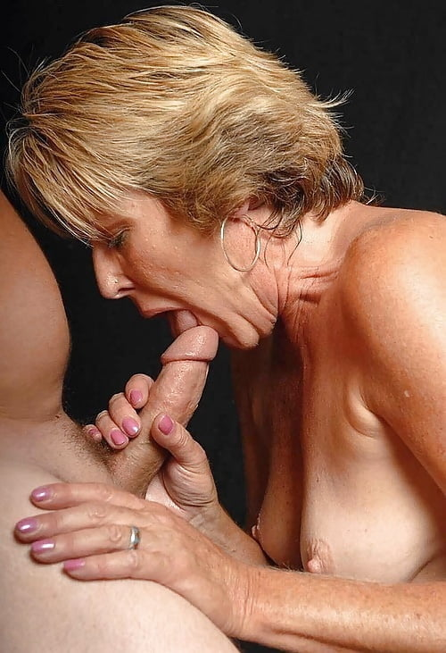 Close-up oral pleasures (lovely matures sucking)